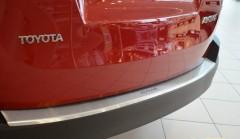Фото 5 - Накладка с загибом на бампер для Toyota RAV4 с 2013 по 2015 (Premium)