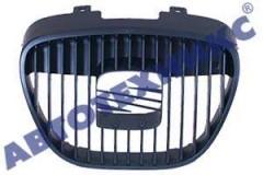 Решетка радиатора для Seat Ibiza '02-08 хром рамка (Tempest)