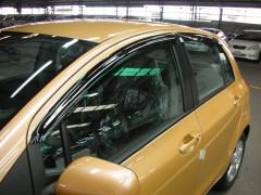 Дефлекторы окон для Toyota Yaris '06-10, 5дв (Hic)