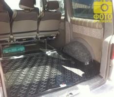 Фото 5 - Коврик в багажник для Volkswagen Transporter T5 '03- (задний), резино/пластиковый (Lada Locker)