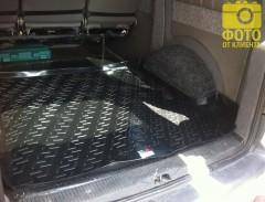 Фото 6 - Коврик в багажник для Volkswagen Transporter T5 '03- (задний), резино/пластиковый (Lada Locker)
