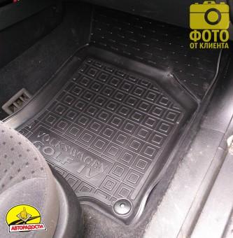 Коврики в салон для Volkswagen Golf IV '97-03 резиновые, черные (AVTO-Gumm)