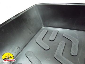 Коврик в багажник для Volkswagen Golf V '04-09 хетчбэк, с полноразмерным зап. колесом, резино/пластиковый (Lada Locker)